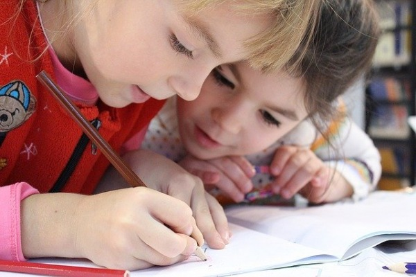 Alternativní školství v Česku aneb kdy dát své dítě do Montessori nebo Waldorfské školy a kdy ne?